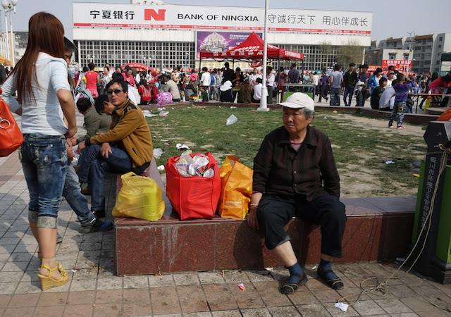 woman sitting at Nanmen Square in Yinchuan, Ningxia, China