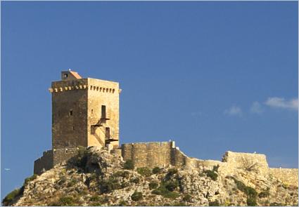 Sizilien - Der Torre Normanna bei Altavilla Milicia