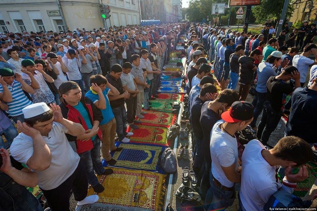 Мусульмане Москвы отмечают Ураза-Байрам.