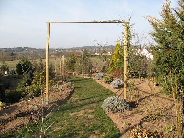 roses du jardin ch neland construction d 39 un portique pour rosiers. Black Bedroom Furniture Sets. Home Design Ideas
