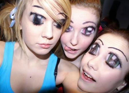 Meninas com maquiagem de olhos de anime ou mangá
