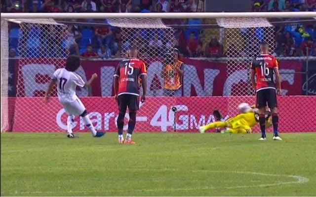 Paulo Victor pega até pensamento e Flamengo lidera