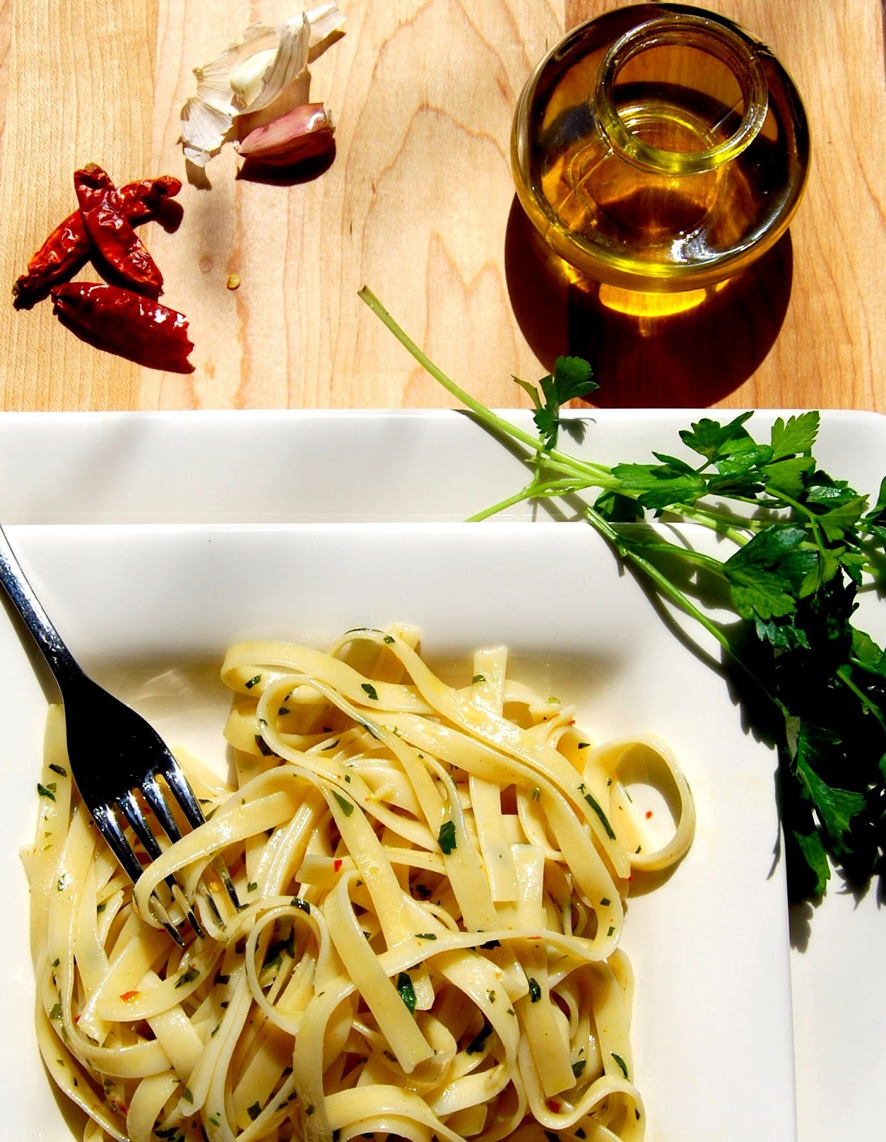 Fettuccine with olive oil and garlic holy cow aglio e olio italian vegan recipe forumfinder Images