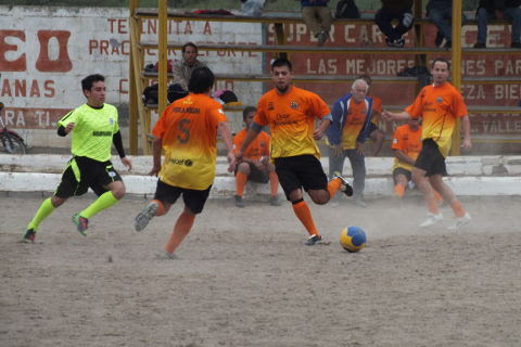 Perla Negra contra Pandilla en el torneo de primera fuerza de la Liga Municipal de Futbol Soccer