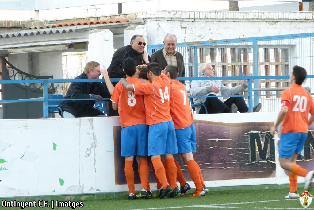 Celebració del primer gol Ontinyent Chella