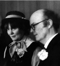 Айрис и Джон на первой свадьбе А.Н. Уилсона