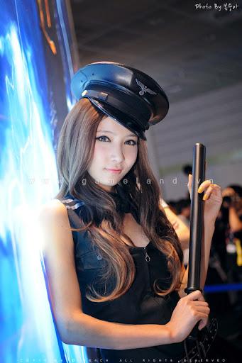 Nữ cảnh sát gợi cảm tại Dungeon & Fighter Festival 9