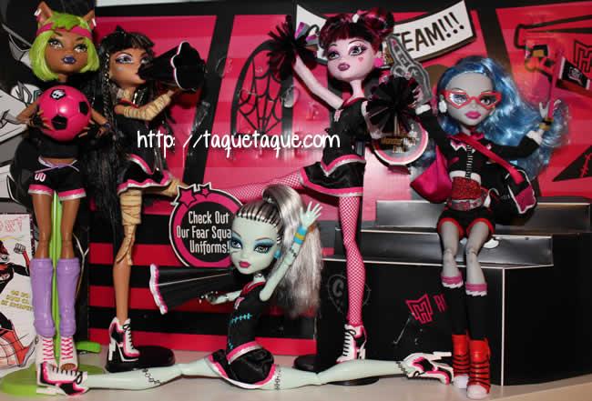 algunos de mis Monster High (aunque la colocación es provisional)