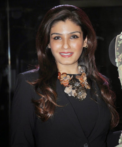 Raveena-Tandon-Hot-Wallpapers