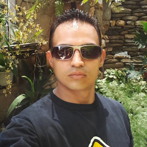 Christopher Iglesias Photo 10