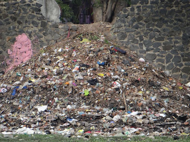 Garbage Mountain in Sarathy nagar, West Saidapet, Adyar river