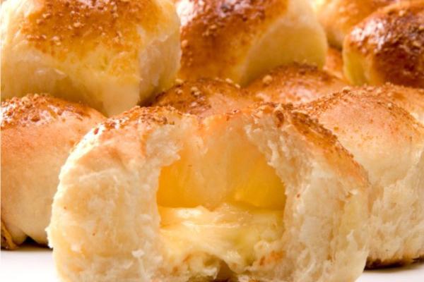Pão de Batata Recheado com Queijo