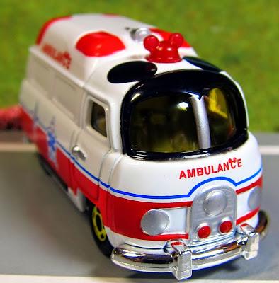 Chiếc Disney Motors DM-31 Mickey Mouse Ambulance là chiếc xe cứu thương mô phỏng theo màu sắc của chuột Mickey