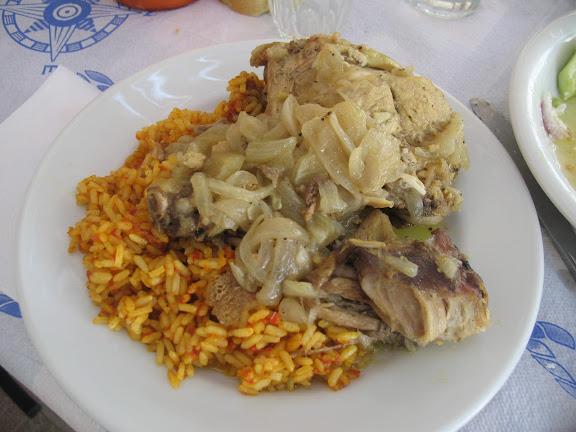 Conejo con arroz, platillo tradicional