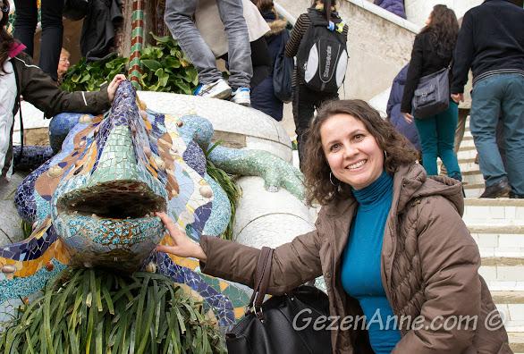 ünlü ejderha heykeli ile hatıra pozu, Park Güell Barselona