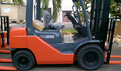 Xe nâng Toyota 8FD25 8FD30