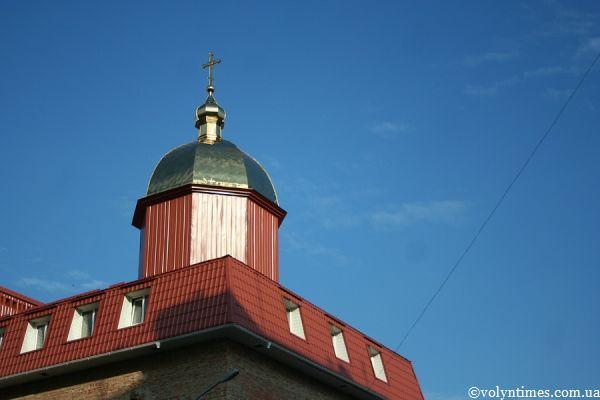 Купол на самобуді Духовної академії УПЦ КП
