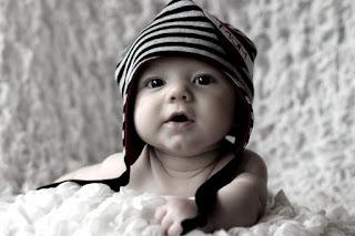 Phát triển cảm xúc và kỹ năng giao tiếp của trẻ 1 tuổi