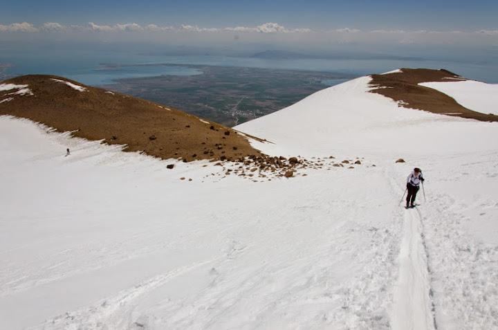 La altitudinea de ~3800 m panta se accentueaza