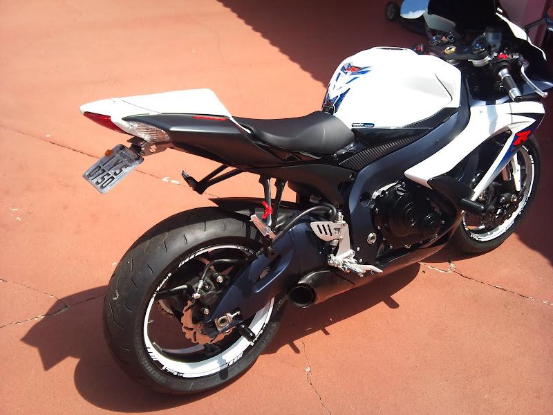 Brinquedo novo na área - GSXR 750 2012 Branca (pag 2) DSC_0081