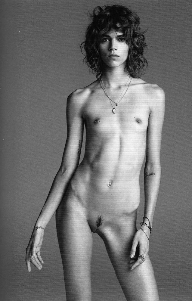 Самая костлявая голая женщина, ролики женские киски малые половые губки торчащие