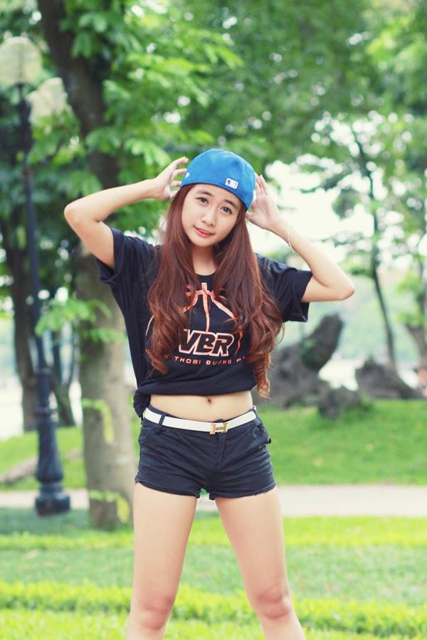 Thí sinh Miss Bóng Rổ khoe sắc tại công viên 1