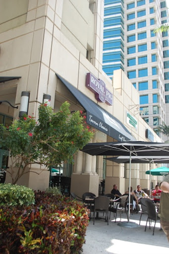 Ft Lauderdale Royal Pig Pub & Kitchen - Outside dining is available too