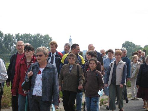 Tesamen omgaan met een 100-tal mensen uit naburige parochies.