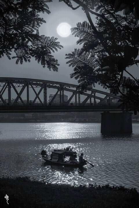 Thơ Huế: Trăng Sầu