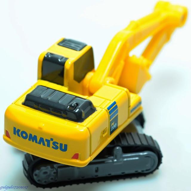 Đồ chơi mô hình máy xúc Komatsu Excavator PC200-10 có thiết kế chắc chắn, an toàn cho trẻ nhỏ