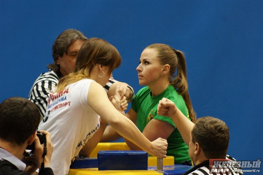 Larisa Tikhonovich (green shirt)
