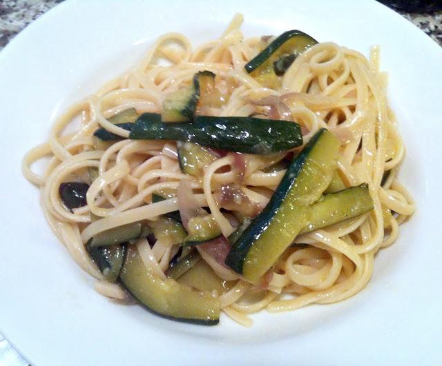 Linguine Fine with Zucchini and Red Onion (Linguine con Zucchine e Cipolla Rossa)