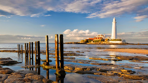 St Marys Lighthouse at Sunrise, Whitley Bay, Tyne and Wear, England.jpg