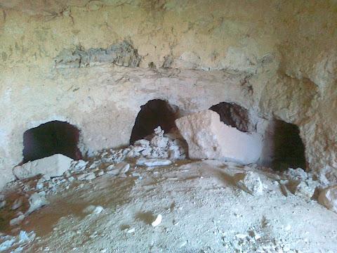 מערות הקבורה של הכוהנים מבית שני סמוך ליריחו