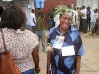 Des fidèles de l'Eglise Armée de Victoire du pasteur Kutino Fernando attendant sa sortie du centre hospitalier  Nganda le 15/09/2014 à Kinshasa. Radio Okapi/Ph. John Bompengo