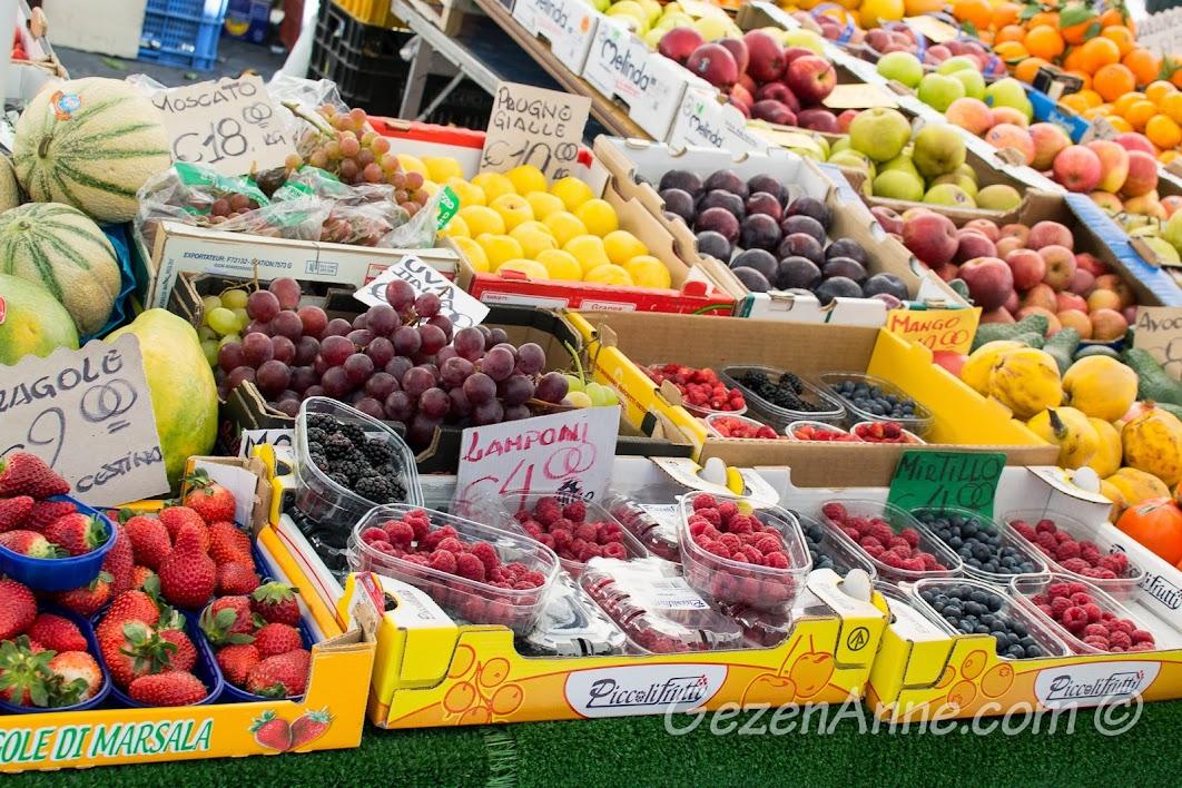 renklı pazar tezgahları, Campo de Fiore Roma