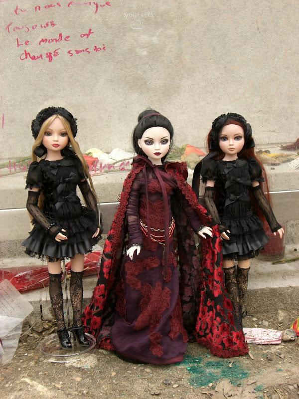 THEME DE NOVEMBRE 2012 : Le Noir , le gothique etc... CIMG6046