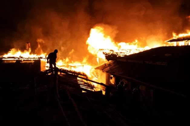 South Asia: Night fire destroys ancient Tibetan town in China