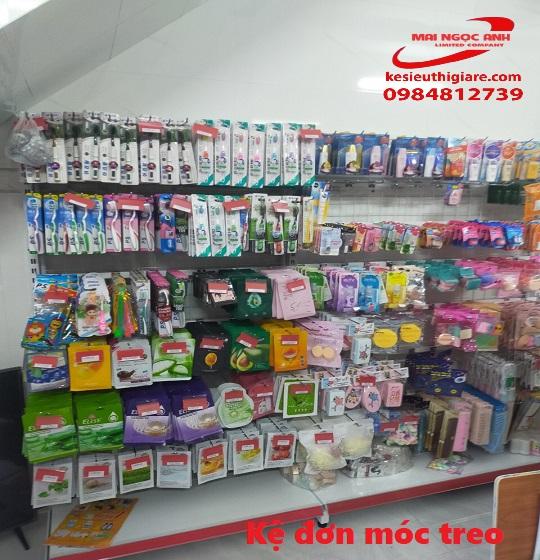 kệ móc treo tại thế giới kệ siêu thị Mai Ngọc Anh