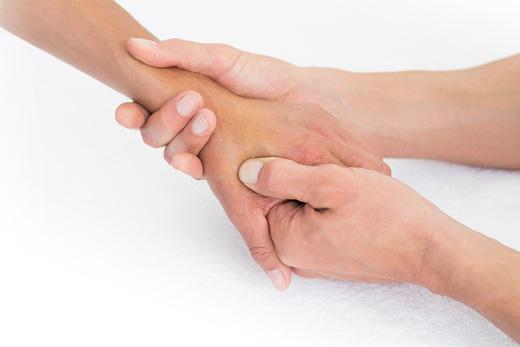 Tập vật lý trị liệu trong điều trị ngón tay cò súng