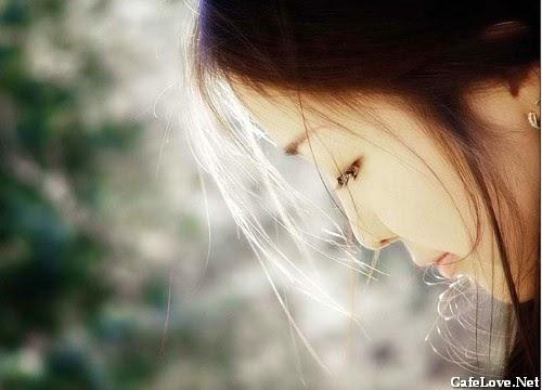 Hình ảnh phụ nữ buồn vì thất tình, tâm trạng cô đơn