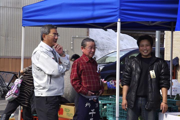 写真:佐野町長の視察