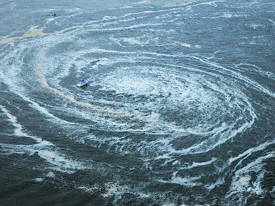 https://lh4.googleusercontent.com/-4aGmmGe-b3U/TXrGFgKjbSI/AAAAAAAAAbU/Fb5Ir3A966s/s1600/106735_tsunami-hantam-jepang.jpg