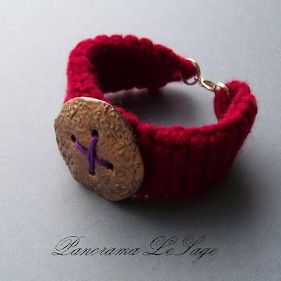 Bransoleta szydełkowa Panorama LeSage ozdoba fimo modelina kokardka filiżanka dzbanuszek kawa babeczka ciasteczko kropeczki kwiatki guziki oko kryształki kulki dynia