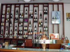 Tủ rượu gỗ 03
