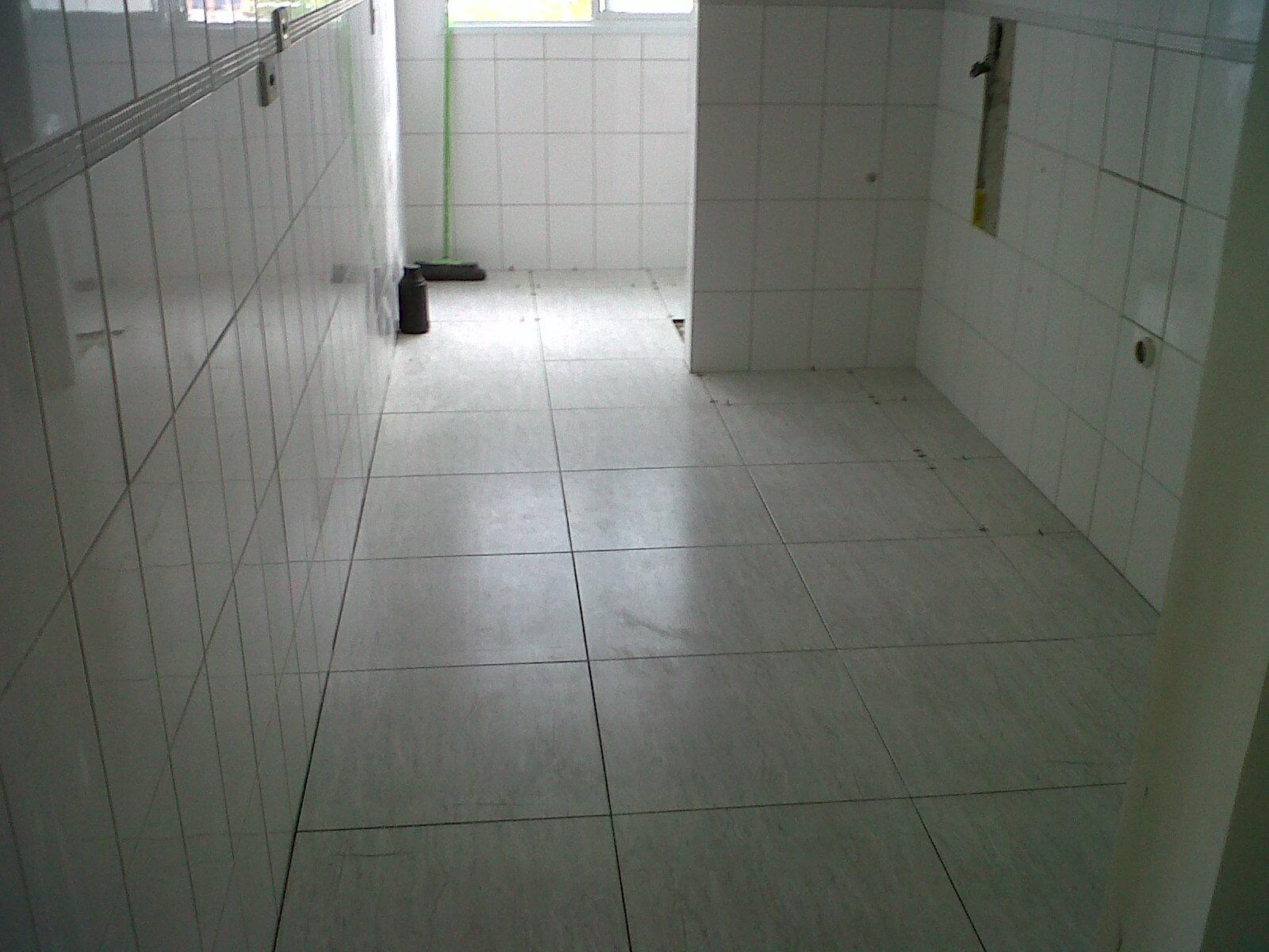 #464B40  de Vidro ??? Banheiro tao pequeno tao complicado 1600x1200 px Banheiro Tem Que Ter Janela 1713