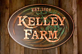 Kelley Farm - Full Face Oval on old board and batten