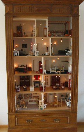 Zelf poppenhuis maken in een vitrine kast for Poppenhuis bouwen