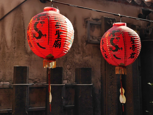 Two lanterns at the Wusheng Temple (無聲廟) in Xinzhuang, New Taipei City