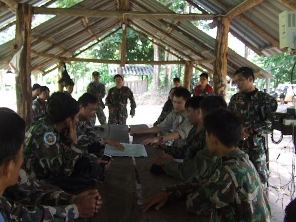 ประชุมวางแผนลาดตระเวนกับเจ้าหน้าที่ทหารและตำรวจตระเวนชายแดนในพื้นที่